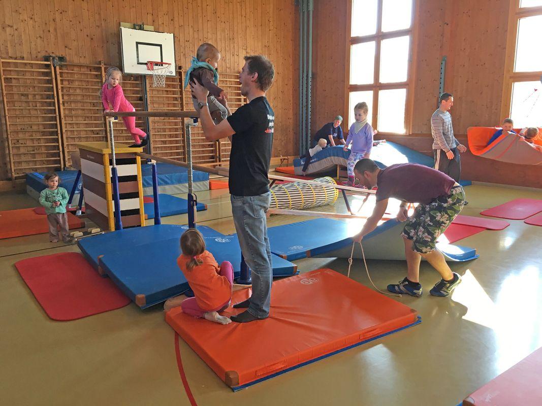 offene Turnhalle für Eltern mit Kindern bis 4 Jahre @ Turnhalle Hanfland
